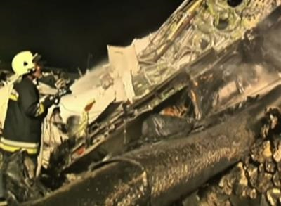 News video: Raw: Rescue Workers at Taiwan Plane Crash Site
