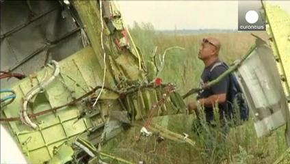 News video: Flight MH17 victims' remains to be flown to the Netherlands but man